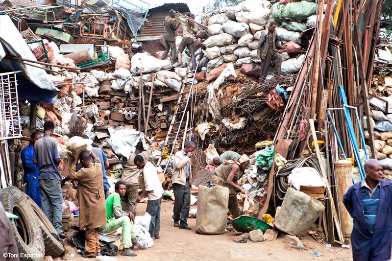 De compras por el Merkato de Addis Abeba